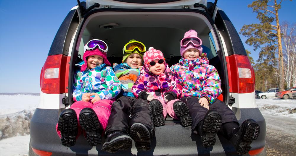 маленькие лыжники