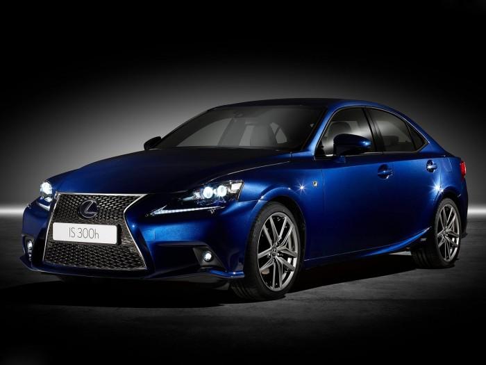 Стали известны российские цены на новый Lexus IS