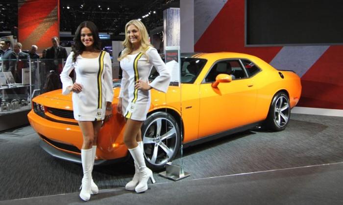 Девушки автосалона в Детройте 2014