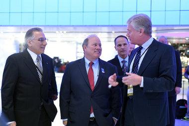 Мэр Детройта Майк Дугган с волнением ожидает открытия автосалона