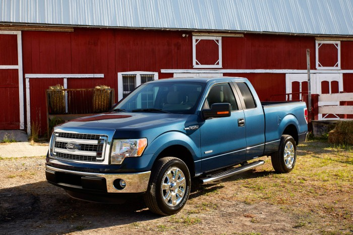 2014-ford-f-150-xlt-drivers-side-view