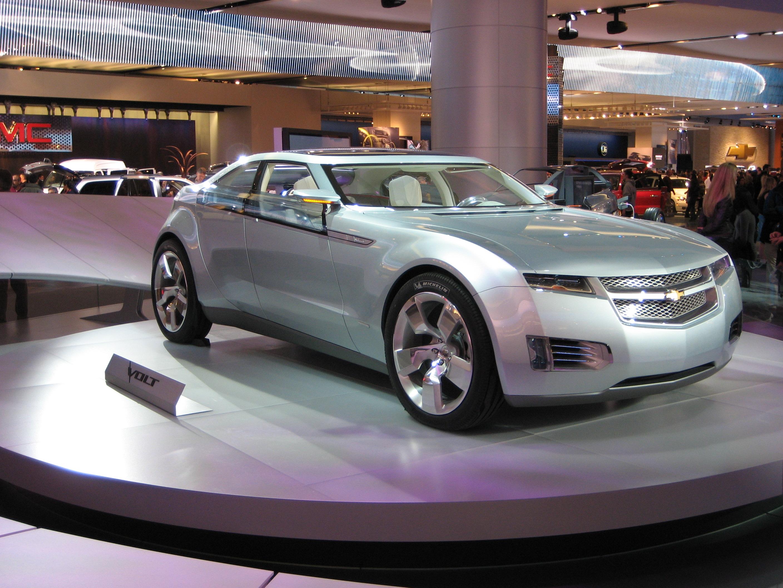 СМИ: GM покажет электрический концепт Chevrolet Bolt с увеличенной до 200 миль дистанцией пробега