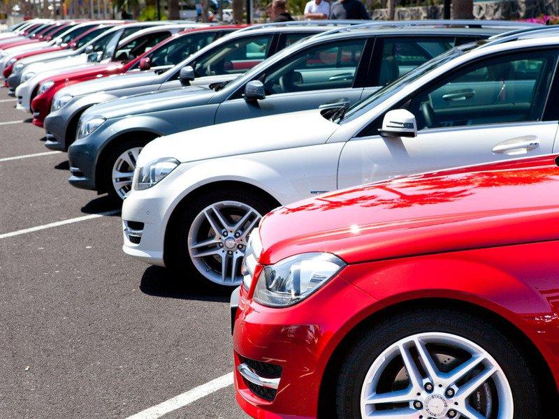 Эксперты ухудшили прогноз по продажам машин в России