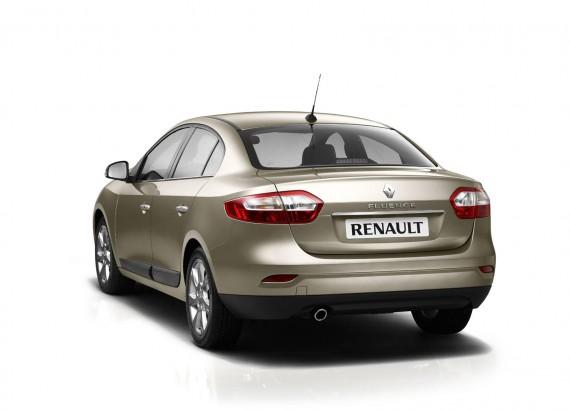 В Сеть попали первые шпионские фото нового Renault Fluence