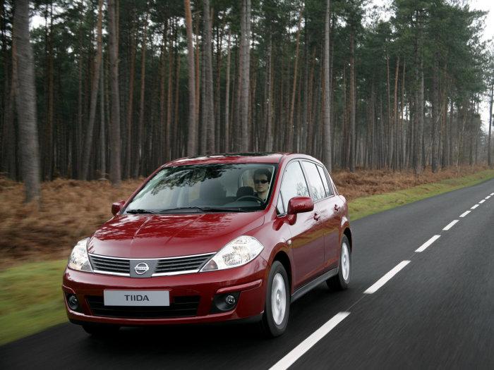 Рестайлинговый хэтчбек Nissan Tiida запечатлели в Китае