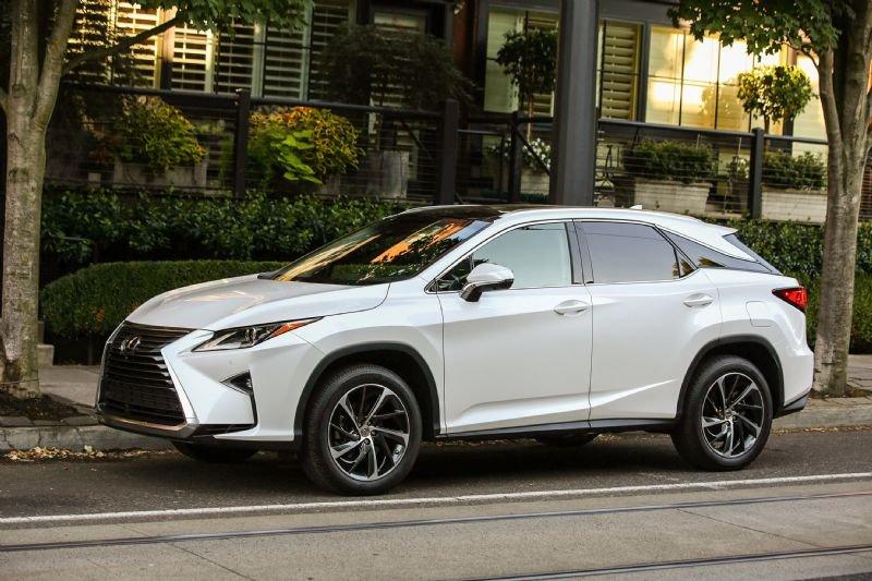 Lexus озвучил рублевые цены и начал прием заказов на новый RX