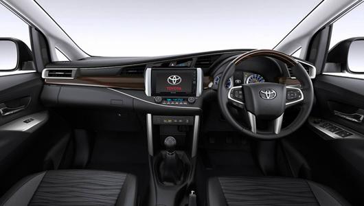 Toyota готовит к премьере минивэн Innova нового поколения