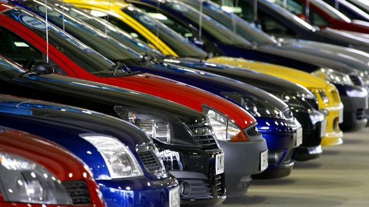 Уровень продаж автомобилей в РФ существенно снизился